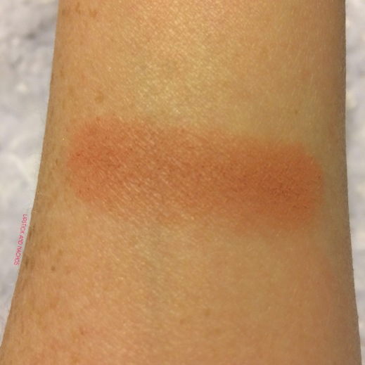 ipsy the balm springs blush swatch